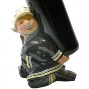 Feuerwehrmann als Flaschenhalter, Feuerwehr mit Halter für Flaschen, Flaschenständer