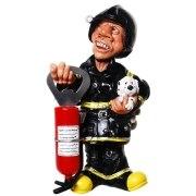 Feuerwehrmann mit Flaschenöffner
